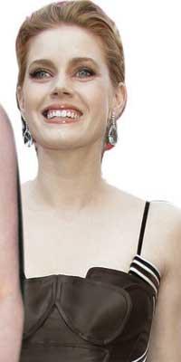 """姜培琳评奥斯卡女星:""""她们穷得盖不住胸部"""""""