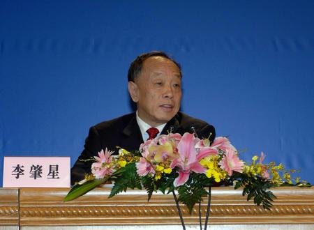 图文:外交部长李肇星答记者问