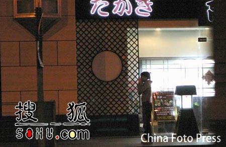 黄晓明深夜约见女友家长 遭偷拍仓皇逃跑(图)