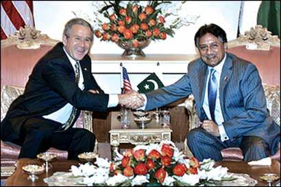 布什访巴被板球击中 误称巴基斯坦是阿拉伯国家