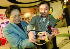 北京团与福建团女代表举行庆三八联欢会(图)