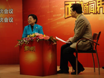 《面对新闻界》:全国妇联主席顾秀莲