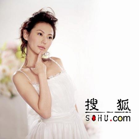 刘心悠演绎新婚喜悦 白色吊带裙脱俗清丽(图)