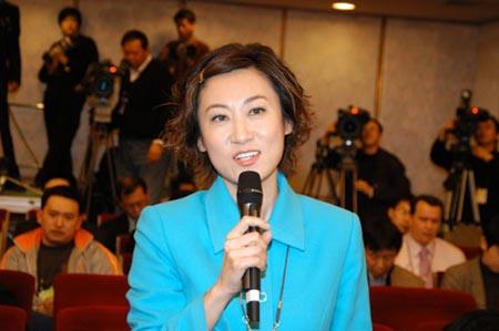 图文:中国教育电视台节目主持人元元提问图片