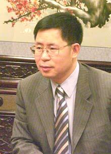 1988年与苏启强先生合伙创办用友软件公司.