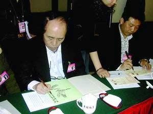 政协委员作画留念 韩美林唱信天游博得满堂喝彩