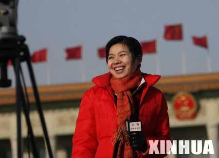 图文:政协十届四次会议闭幕会上的女记者