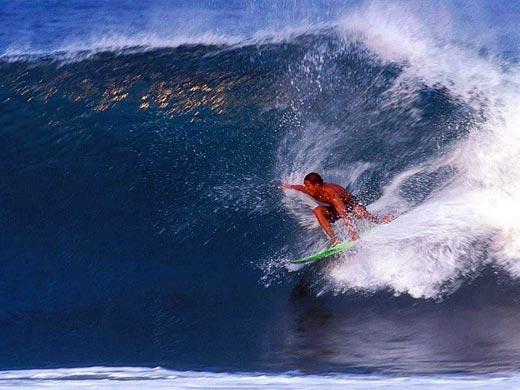 冲浪--在蓝天大海间享受激情[组图]