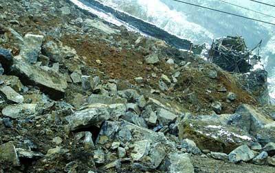 四川小木岭矿区岩质滑坡 5矿工被埋难生还(图)