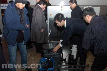 组图:采访人大闭幕会的记者陆续入场