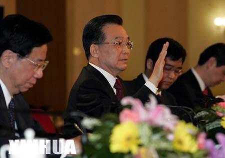 组图:温家宝总理答中外记者问