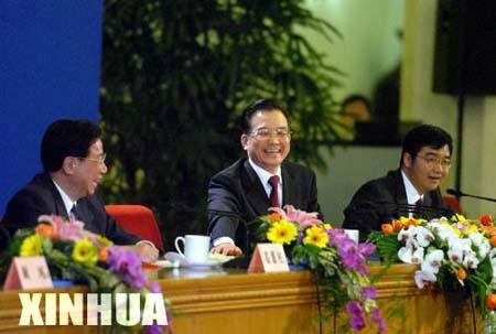 图文:温家宝总理在记者招待会上