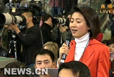 图文:王小丫在总理记者招待会上提问