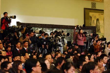 组图:记者招待会现场的摄影记者