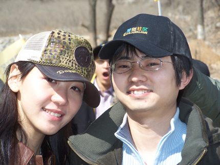 搜狐社区举办植树活动 歌手张拉拉精彩亮相(图)