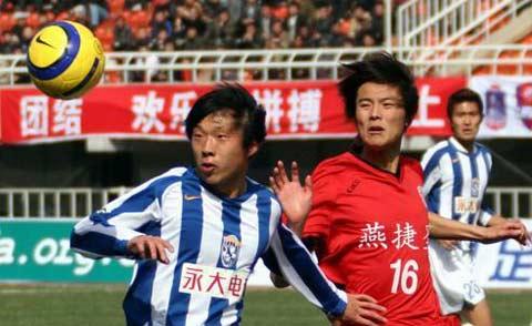 图文:足协杯西安国际Vs北京宏登 王鹏、刘峻鹏