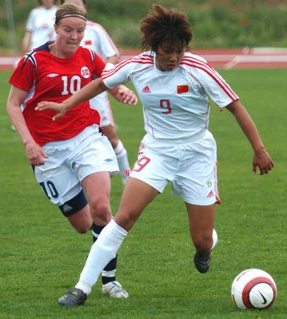 图文:阿杯中国负于挪威获第六 韩端比赛中争抢