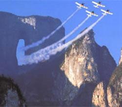 俄战机表演