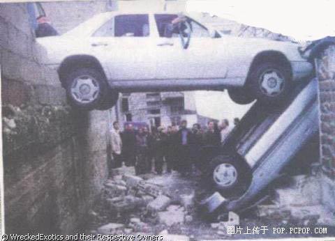 搞笑:全球十大离奇车祸[组图]
