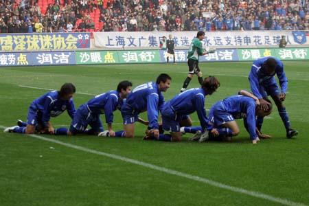图文:上海申花VS厦门蓝狮 申花这样庆祝进球