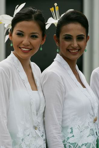组图-黑皮肤穿白薄纱 马来西亚大美妞别具风情