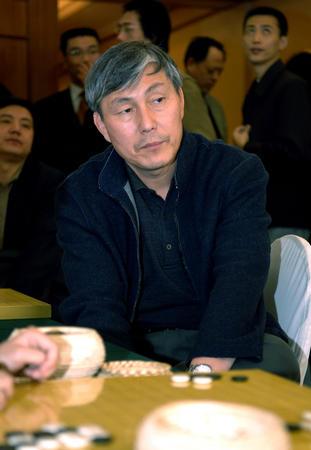 图文:中韩赛中国扳回一局 曹薰铉在观看