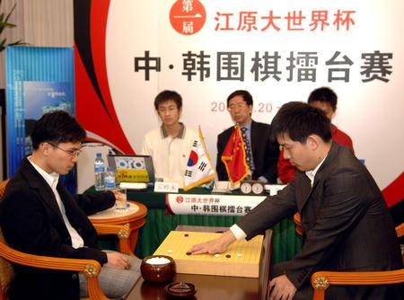 图文:中韩赛中国扳回一局 常昊与安祚永对弈