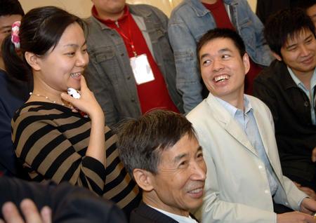 图文:中韩擂台赛常昊二连胜 马晓春与常昊夫人