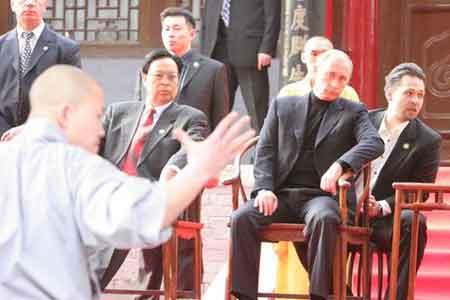 组图:普京访问少林寺
