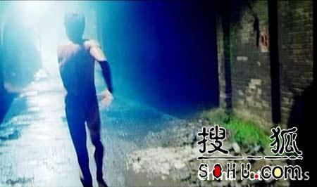 吴镇宇新片牺牲色相 被梁静追杀半夜裸奔(图)