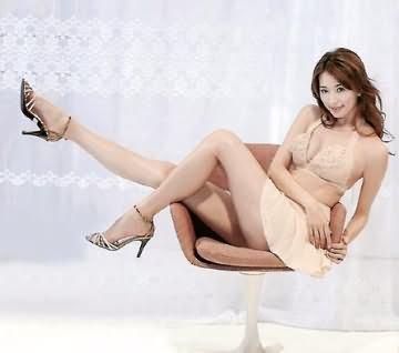 瘦身广告性感撩人 林志玲展修长腿显媚态(图)
