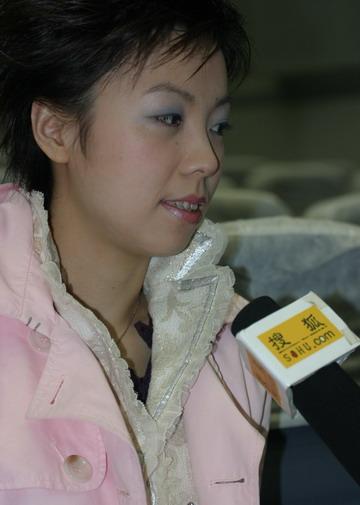 图文:体坛风云人物颁奖举行 张怡宁接受采访