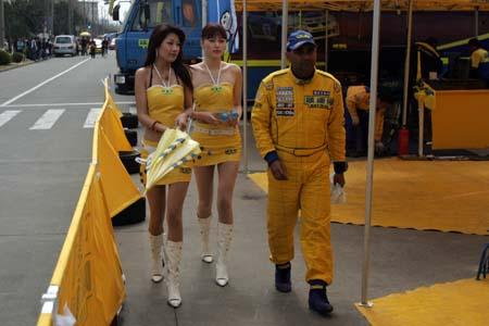 追星族挤满车队维修区 横滨轮胎两头抢先机(图)