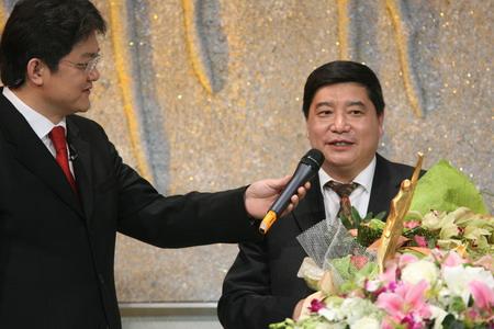 图文:体坛风云人物颁奖晚会 王义夫发表感言
