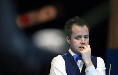 图文:中国公开赛决赛 希金斯在决赛中思考