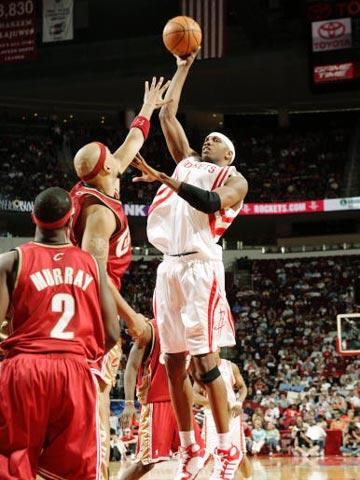NBA图:火箭VS骑士 斯威夫特单打古登