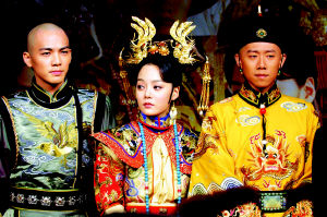 夏雨皇袍加身乐意受拜 蔡琳做韩版皇后爱吃醋