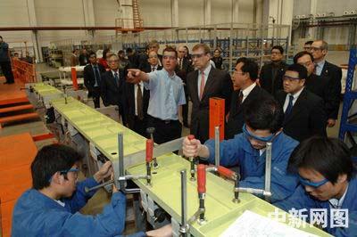 英国安德鲁王子访问中国 今日参观陕西西飞集团