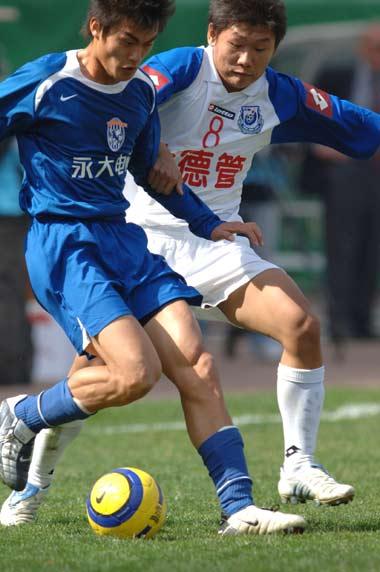 图文:西安国际3-0胜沈阳金德 双方激烈争抢
