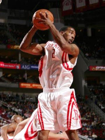 NBA图:火箭胜超音速 海德抢下篮板