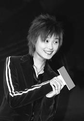 李宇春加入代言明星团 坦言成名前后心态未变