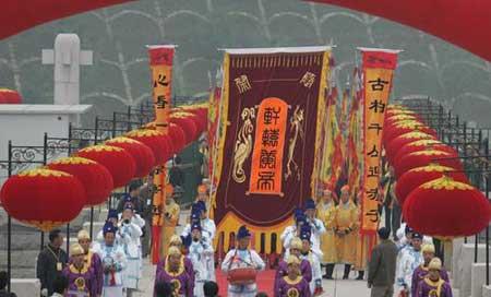 国民党副主席江丙坤抵达郑州 今日将祭拜黄帝