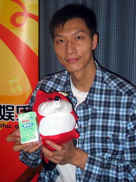 易建联做客搜狐:姚明是中国最好的球员(图)