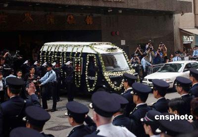 香港枪战殉职警员荣誉出殡 李嘉诚捐50万慰问金