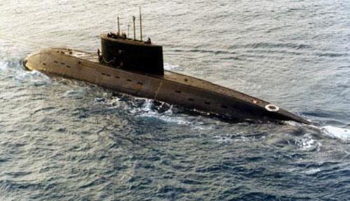 伊朗海军宣布将在波斯湾部署首艘新型国产潜艇