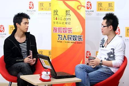 张敬轩艰苦从艺路:在香港一张唱片只卖8千张