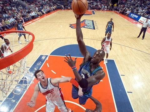 NBA图:山猫爆冷擒狼 飞起来的加内特更恐怖