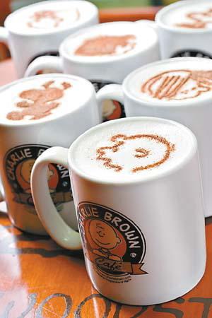 香港旺角咖啡店 卡通咖啡把史努比喝下肚子里