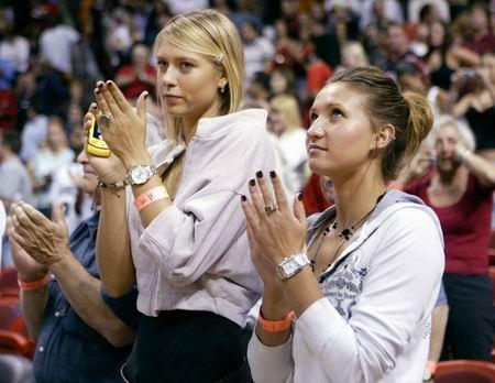 图文:美少女观战NBA 莎娃戈勒文惊艳热火主场