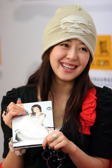 安又琪搜狐回应偷拍事件 承认李宇春比自己红